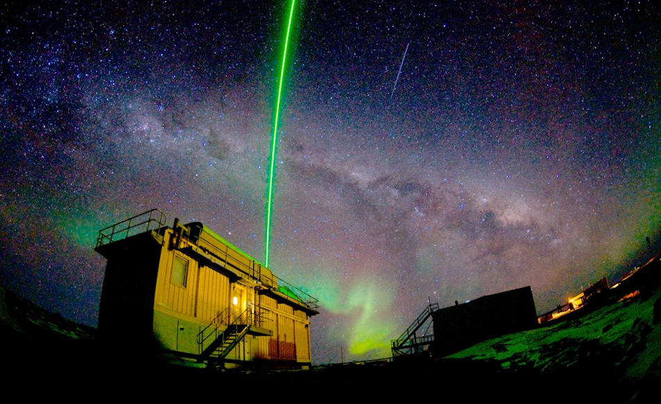 Um herauszufinden, wie superkalte Wolken entstehen und existieren, werden Forscher grüne Lichtimpulse in die Atmosphäre schiessen, die an den Wolken gestreut wird. Bild: Nick Roden, AAD