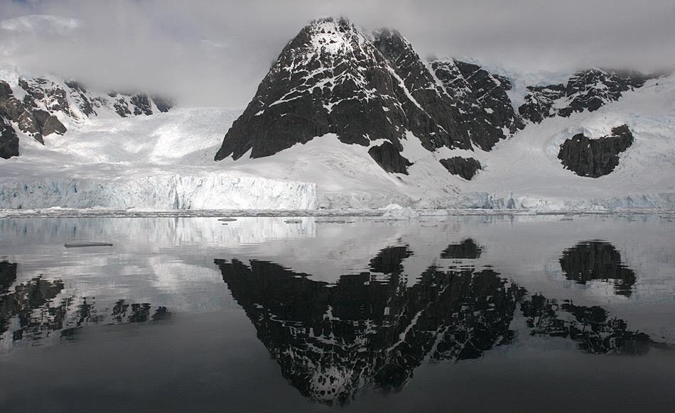 Die Bergspitzen der antarktischen Halbinsel ragen bis fast 2'000 Meter in den Himmel. Tendenz steigend, wie die internationale Studie zeigt.