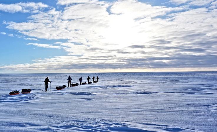 Das sechsköpfige Team unter der Führung von Bengt Rotmo von Oustland Polar Exploration startete