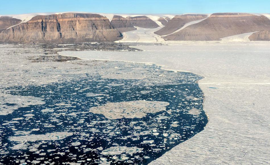 Der Petermann-Gletscher im Nordwesten Grönlands hat in der Vergangenheit immer wieder grosse Eisberge produziert. Seine 18 km breite Gletscherzunge ist eine der wenigen, die noch schwimmen und nicht bereits aufliegen. Bild Andreas Muenchow